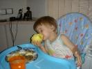 Не отбирайте яблоко.Очень вкусно.Проснусь доем.